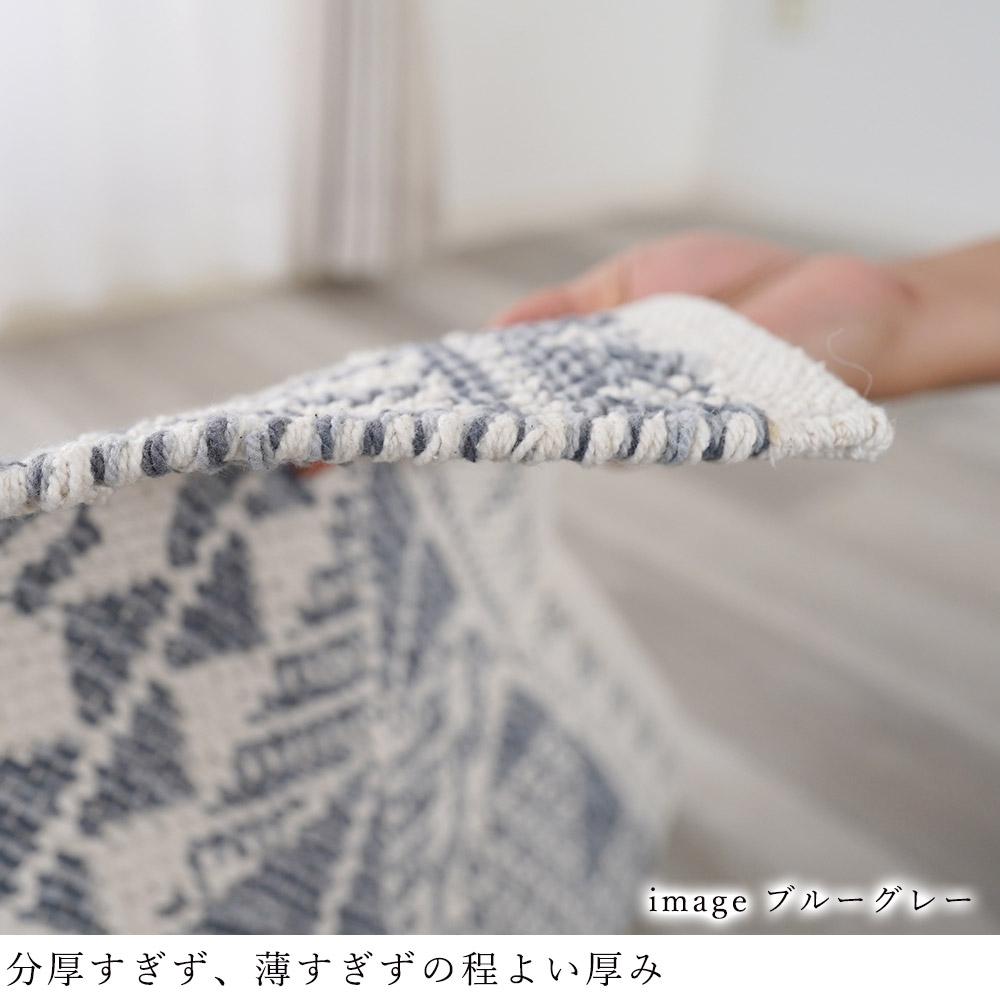 経糸と横糸で織られている手織りラグは、しっかりとした作りで丈夫です。