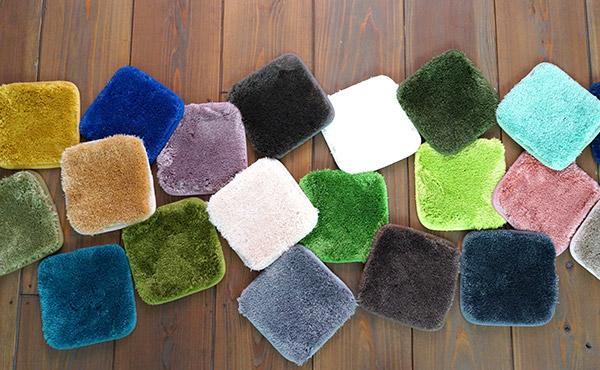 <span>ラグのカラー選び</span>ラグのカラーに悩んでいる人必見!色選びのヒントに、床と家具とラグの関係をお話します