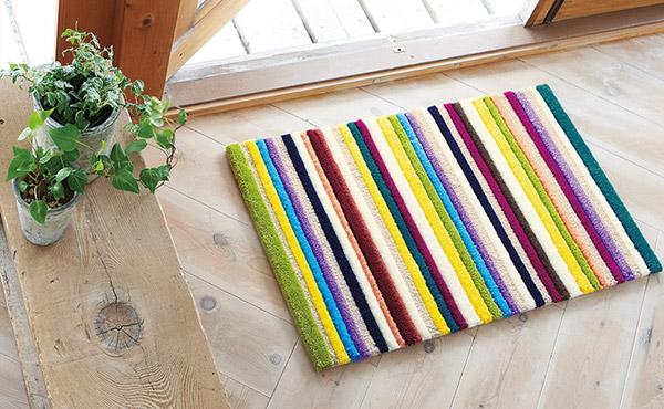 <span>ふっくらボリューム、デザイン豊かな東リラグ</span>フック織りならではの細やかなデザインとカラー。ボリュームが魅力的なマットが登場